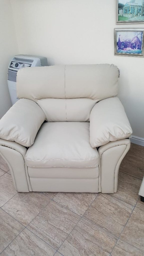 1 SEAT CHAIR CREAM £202