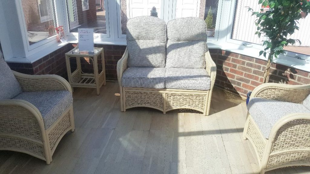 Chelsea suite and side table reduced